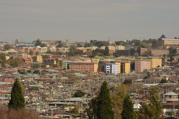 Figure 4a: Alexandra Township. High-density provisional houses in the foreground juxtaposed against formal housing development of external forces beyond.