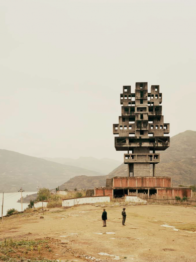 Nadav Kander, Fengine III (Monument to Progress and Prosperity), Chongqing Municipality, 2007.